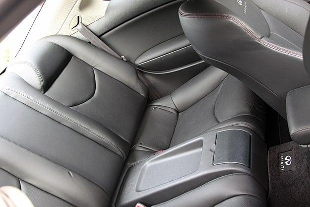 2011 Infiniti G37 IPL Coupe Review seats