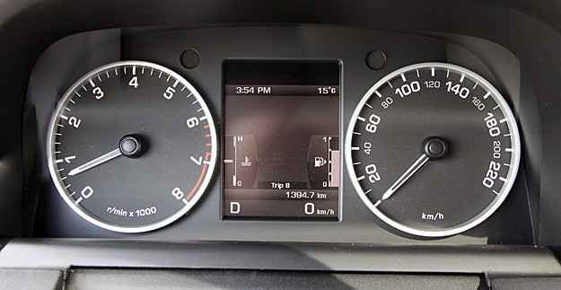 2011 Land Rover LR4 Review gauges
