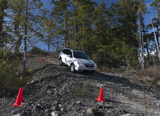 2014-Subaru-Forester-hill decent