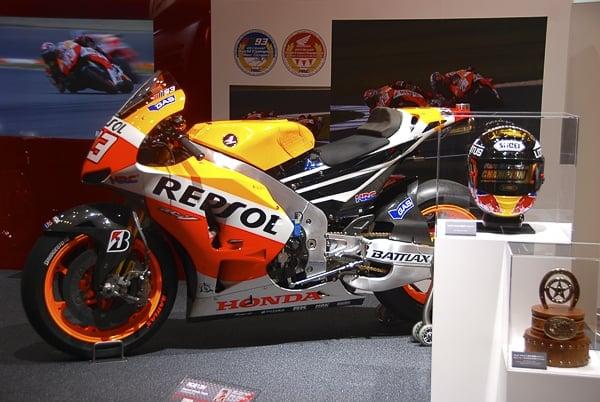 Honda_RC213V_motorbike_sideview