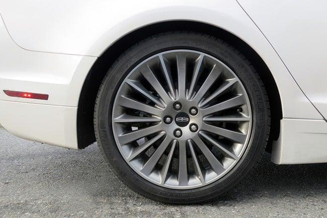 2014 Lincoln MKZ Hybrid wheel