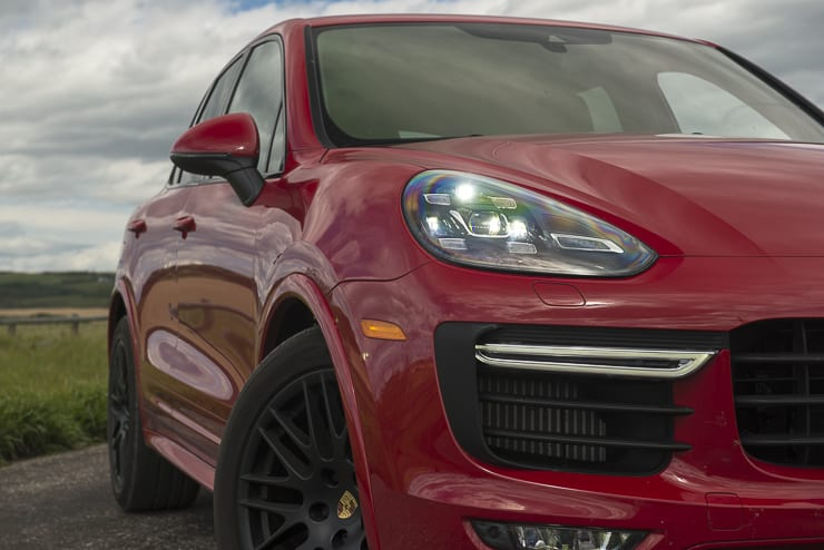 2016-porsche-cayenne-gts-review-14