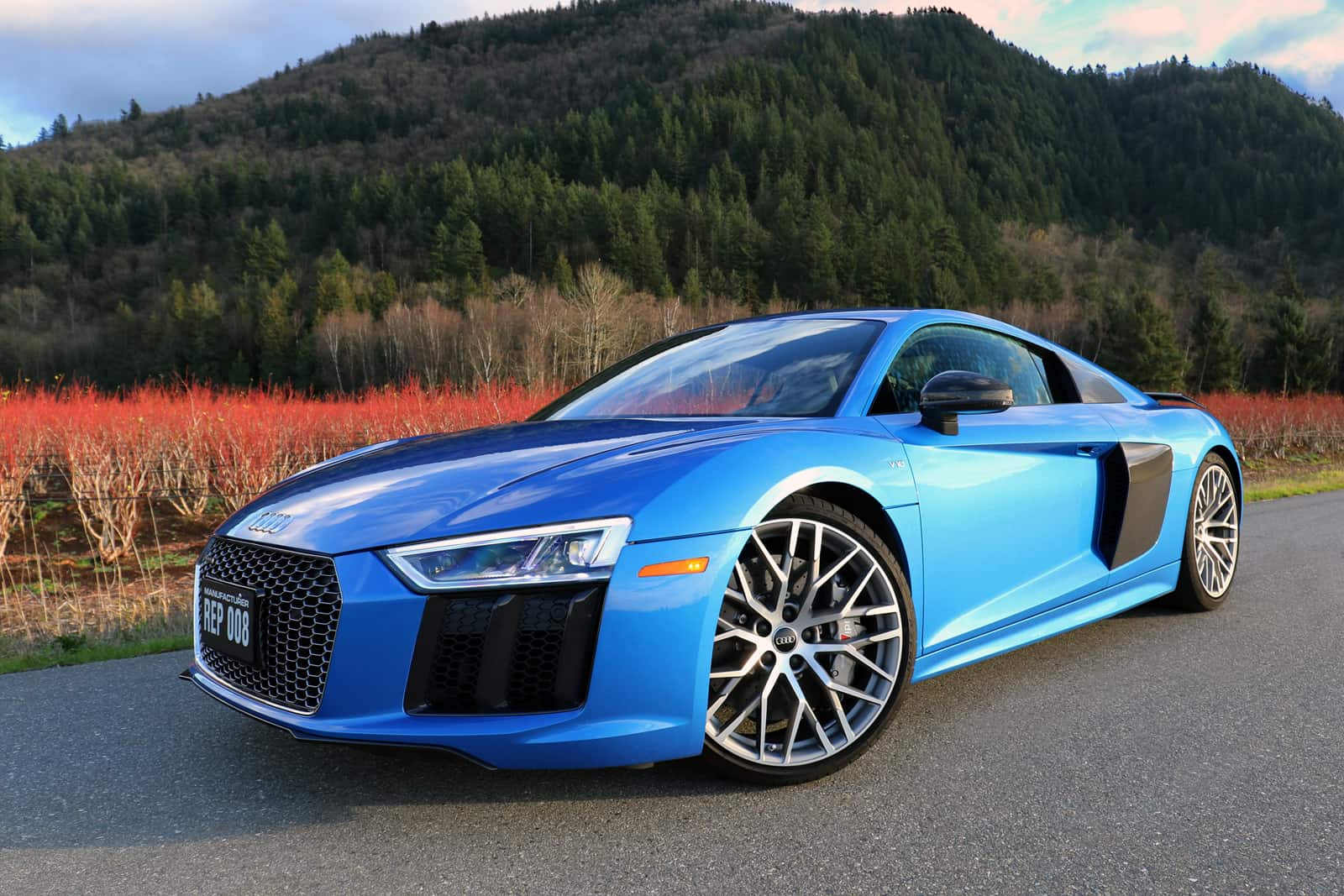 2017 audi r8 v10 plus review audi 39 s most powerful car. Black Bedroom Furniture Sets. Home Design Ideas