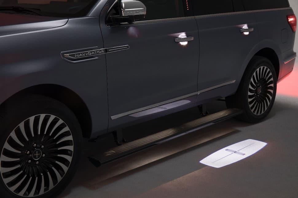 2018 Lincoln Navigator door light LED