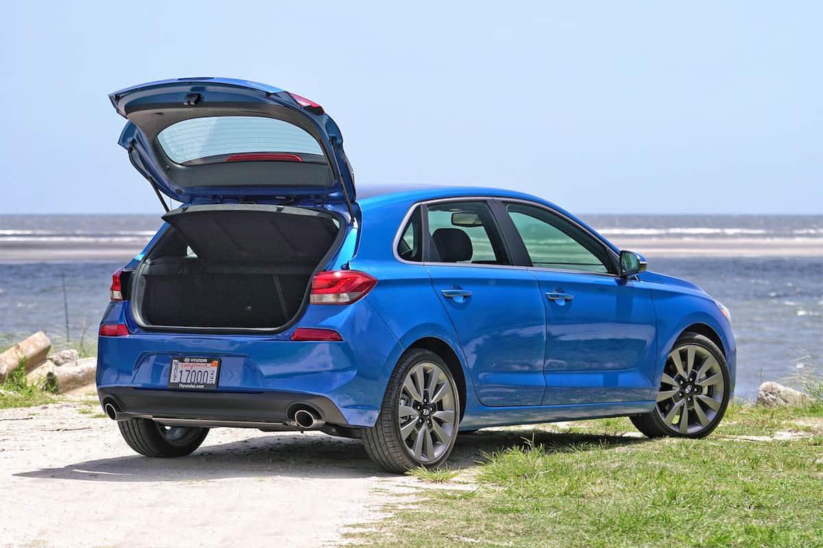 2018 hyundai elantra gt sport hatchback review for Hyundai elantra sport interior