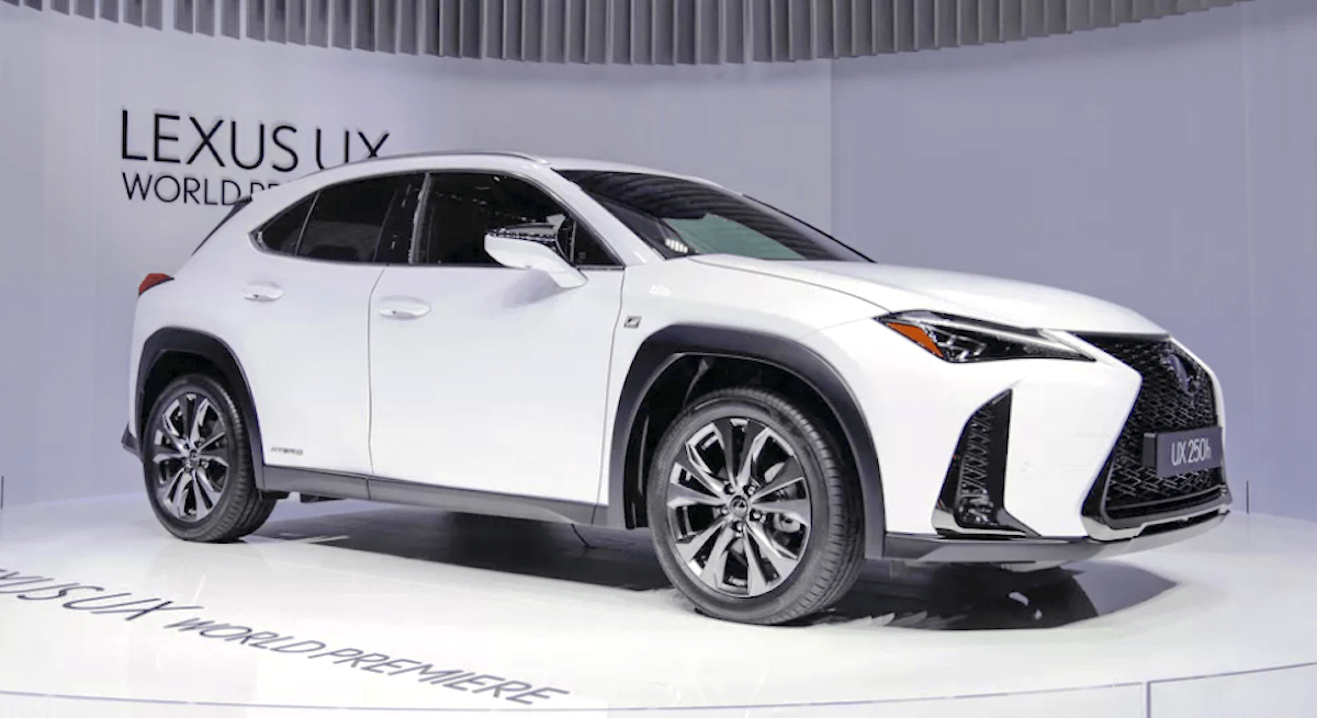lexus ux crossover    model arriving  winter