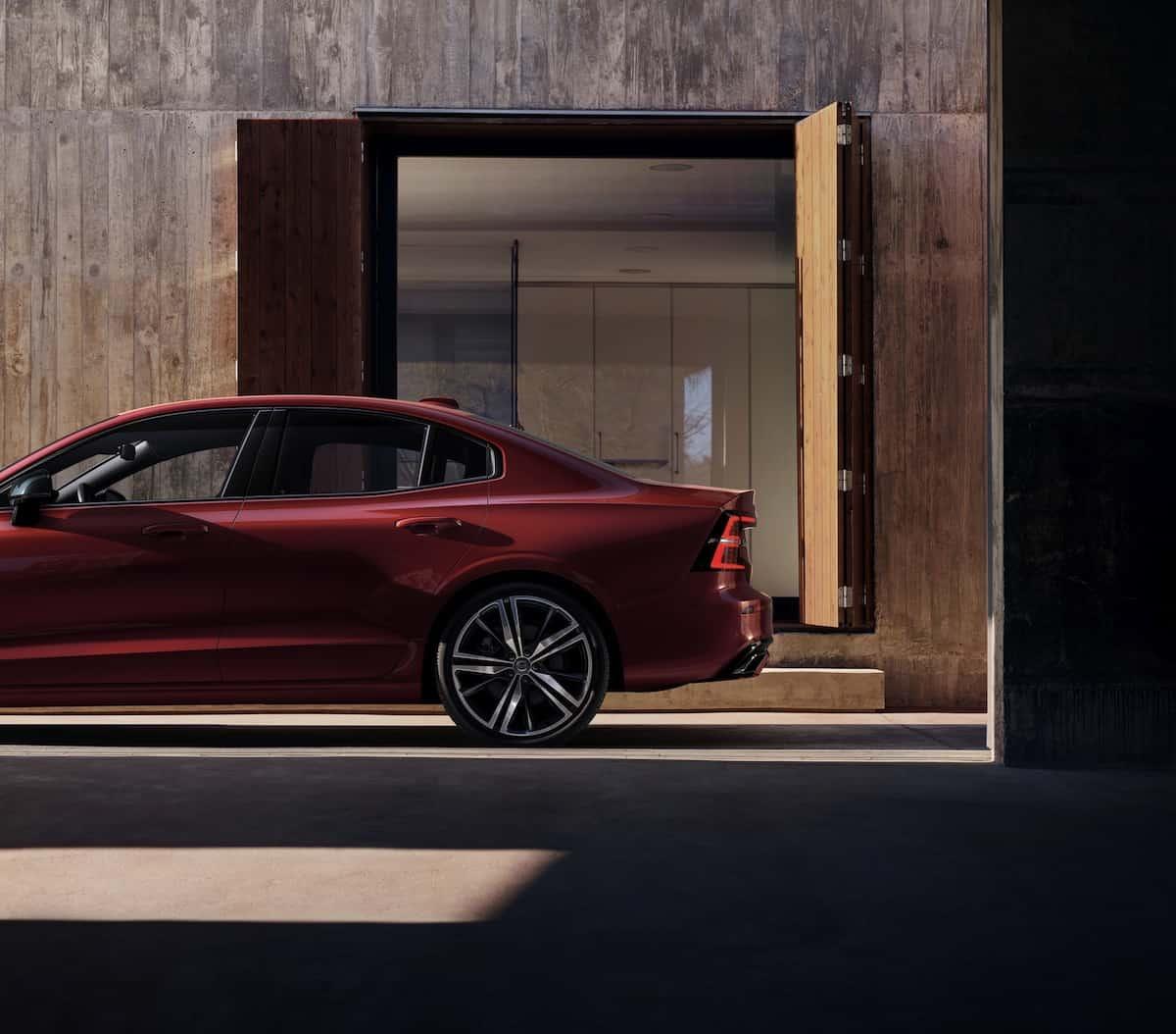 2019 volvo s60 sports sedan side view