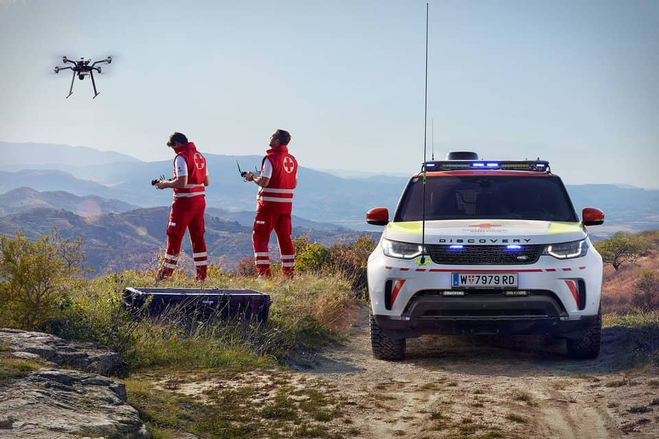LAND ROVER X RED CROSS DISCOVERY EMERGENCY RESPONSE VEHICLE 3
