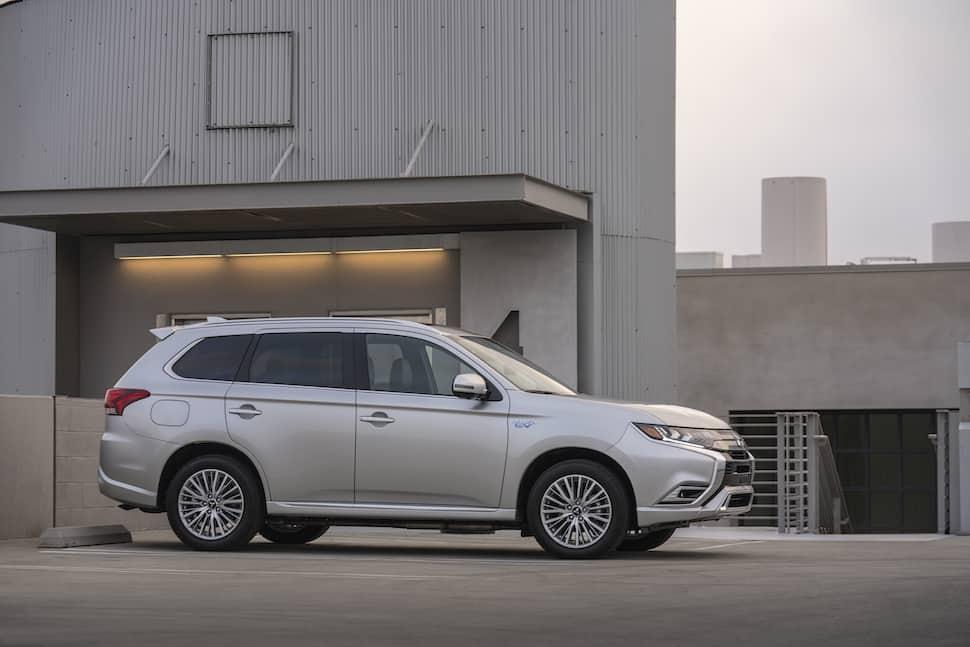 2019 Mitsubishi Outlander PHEV Review | TractionLife com