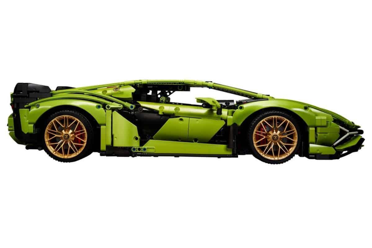 Lego Technic Lamborghini Sián FKP 37 side view