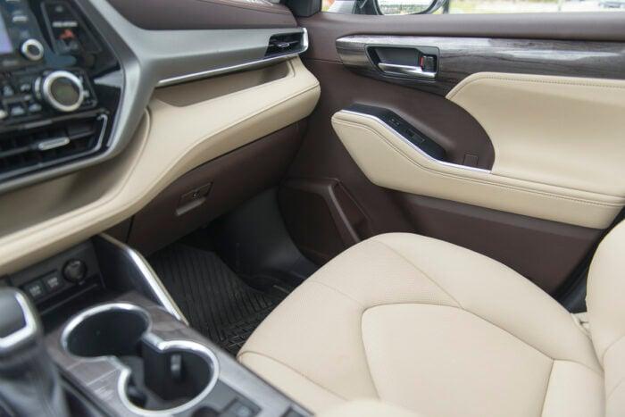 2020 Toyota Highlander Hybrid interior
