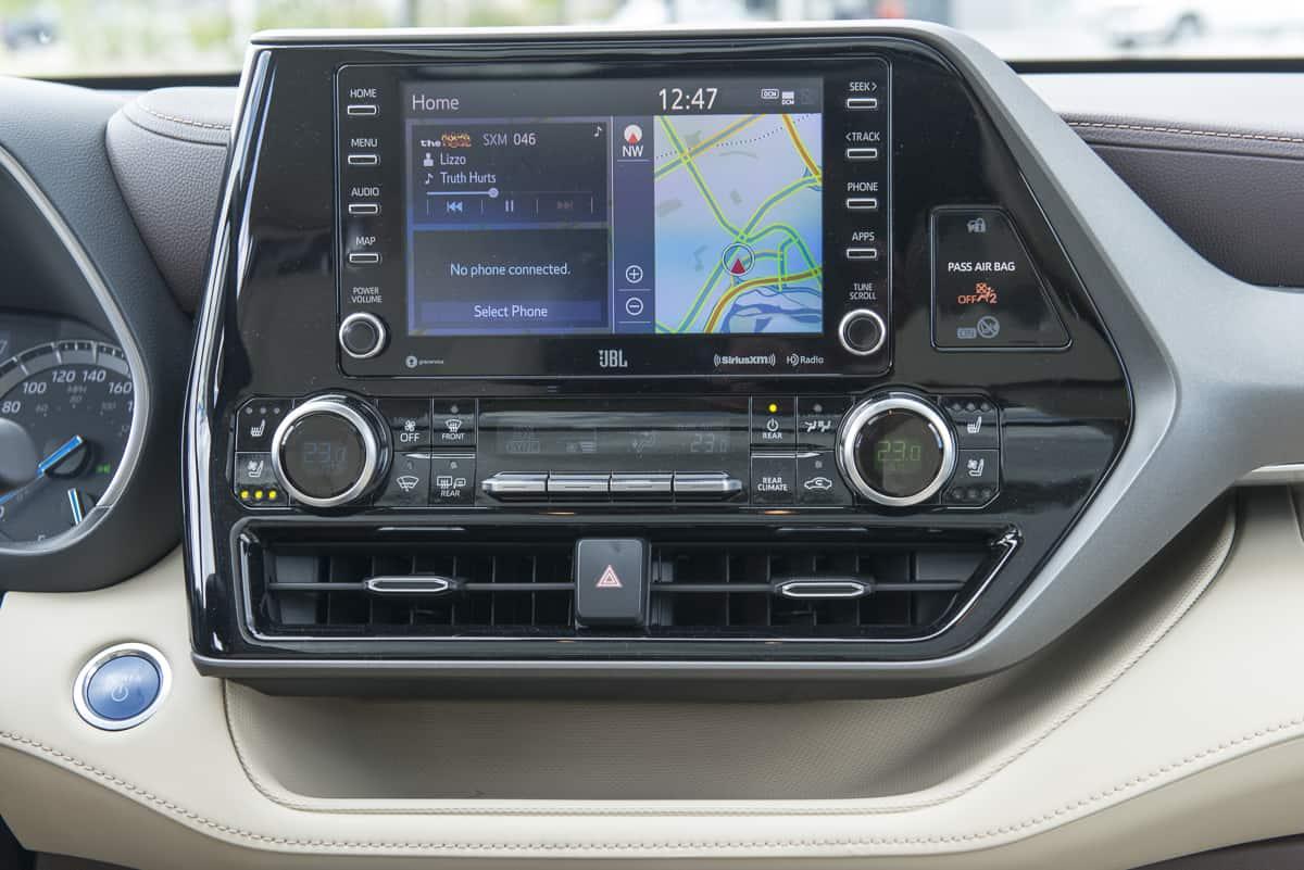 2020 Toyota Highlander Hybrid (7 of 18)
