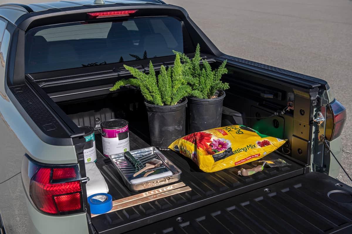 2022 Hyundai Santa Cruz truck open bed with gear
