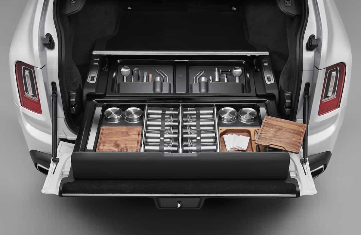 Rolls-Royce Accessories: Hosting Service