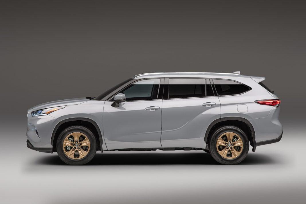 2022 Toyota Highlander Hybrid Bronze Edition